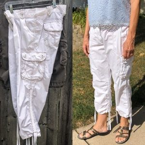 🆕List! Limited Surplus Ruched White Capri! EUC!